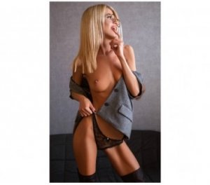 Naureen escorts Redding, CA